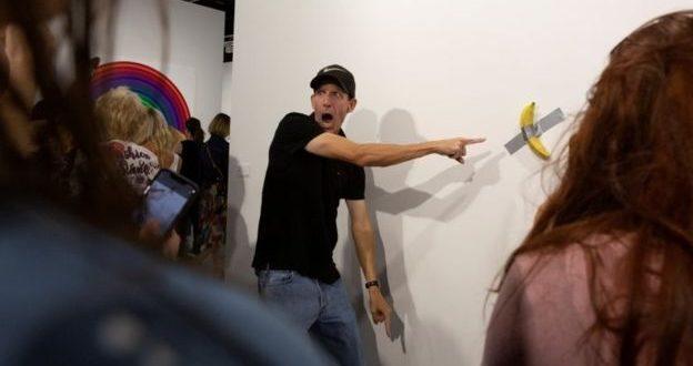 هنرمند گرسنه موز ۱۲۰ هزار دلاری را بلعید!
