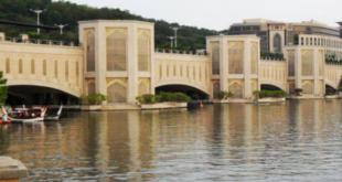 دیدنیهای مالزی : پل پوترا ، شبیه سازی از خواجوی اصفهان در کوالالامپور