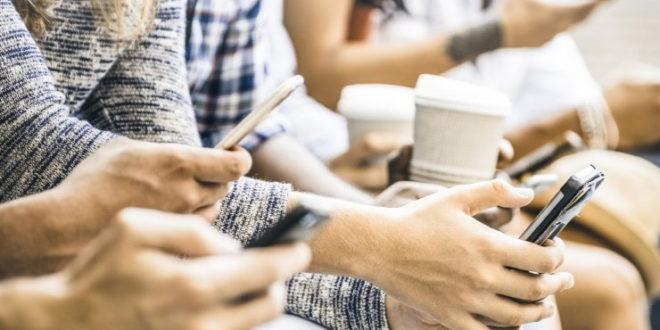 دنیای دیجیتال چطور باعث حواسپرتی و از بین رفتن خلاقیت ما میشود؟