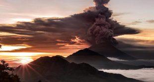 بازگشایی فرودگاه بالی پس از فوران آتشفشان
