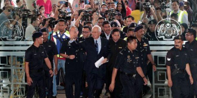 نخست وزیر سابقمالزیبا بیش از ۲۰ اتهام مالی روبه رو است