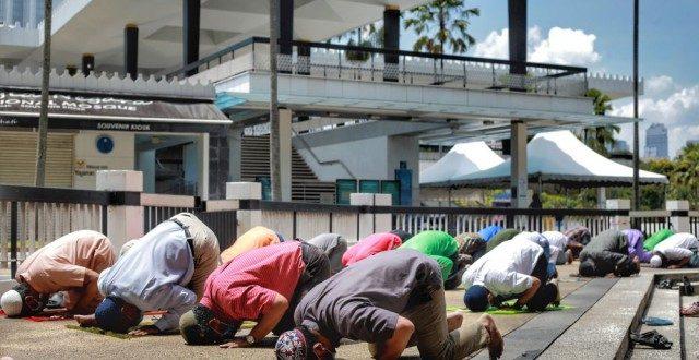 نماز جمعه تنها در مساجد واقع در مناطق سبز مالزی برگزار می شود